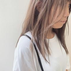 ブリーチ セミロング ハイトーン ピンクベージュ ヘアスタイルや髪型の写真・画像