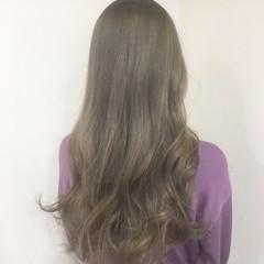 ハイトーンカラー シルバーアッシュ ロング ガーリー ヘアスタイルや髪型の写真・画像