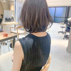 前髪あり ミディアムレイヤー フェミニン アンニュイほつれヘア ヘアスタイルや髪型の写真・画像