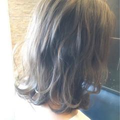 ミディアム 外ハネ 大人かわいい グレージュ ヘアスタイルや髪型の写真・画像