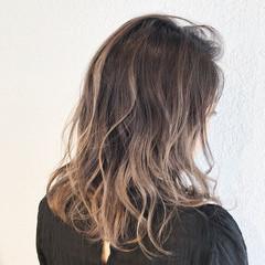 ヘアアレンジ ストリート ミディアム バレイヤージュ ヘアスタイルや髪型の写真・画像