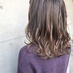 コントラストハイライト ストリート セミロング 外ハネ ヘアスタイルや髪型の写真・画像