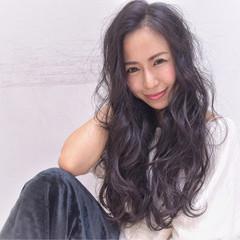 小顔 ロング 暗髪 パーマ ヘアスタイルや髪型の写真・画像