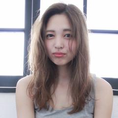 フェミニン アッシュ ハイライト 外国人風 ヘアスタイルや髪型の写真・画像
