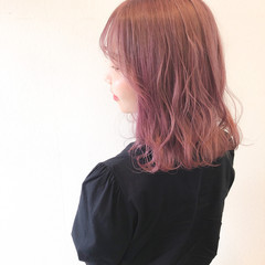 ラベンダーアッシュ ミディアム ハイトーンカラー ベリーピンク ヘアスタイルや髪型の写真・画像
