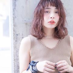 ラベンダーピンク ミディアム フェミニン 透明感カラー ヘアスタイルや髪型の写真・画像
