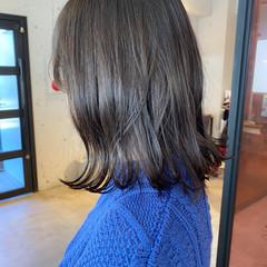 ミディアム アッシュベージュ オリーブベージュ ナチュラル ヘアスタイルや髪型の写真・画像
