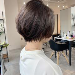 ナチュラル ショートボブ ピンクグレージュ ショートヘア ヘアスタイルや髪型の写真・画像