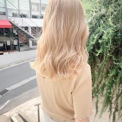 ブロンド ベージュカラー セミロング ガーリー ヘアスタイルや髪型の写真・画像