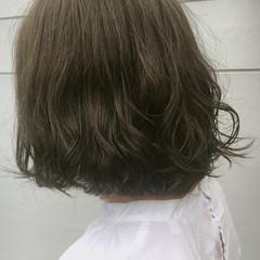 ガーリー カーキ グレージュ ボブ ヘアスタイルや髪型の写真・画像