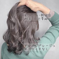 ミルクティーベージュ ハイライト ミルクティーグレージュ グレージュ ヘアスタイルや髪型の写真・画像