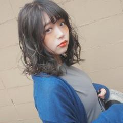グレージュ アッシュ ハイライト ミディアム ヘアスタイルや髪型の写真・画像