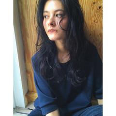 ストリート セミロング 暗髪 ゆるふわ ヘアスタイルや髪型の写真・画像