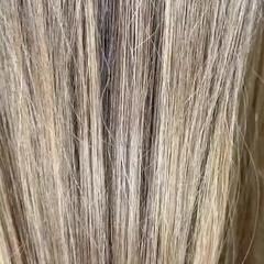 ミディアム ミルクティーベージュ ナチュラル ブロンド ヘアスタイルや髪型の写真・画像