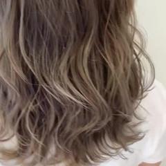 極細ハイライト ストリート インナーカラー ミルクティーベージュ ヘアスタイルや髪型の写真・画像
