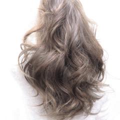 アッシュ 外国人風 ロング ゆるふわ ヘアスタイルや髪型の写真・画像