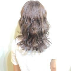 暗髪 アッシュ ゆるふわ 波ウェーブ ヘアスタイルや髪型の写真・画像