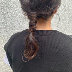 ローポニーテール セミロング ナチュラル ヘアアレンジ ヘアスタイルや髪型の写真・画像