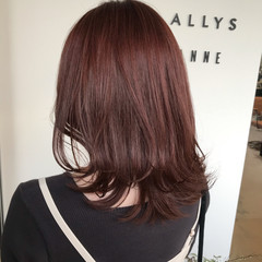 外ハネ レイヤーカット フェミニン ピンクベージュ ヘアスタイルや髪型の写真・画像