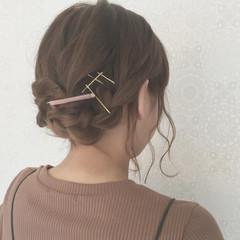 セミロング イルミナカラー ガーリー 波ウェーブ ヘアスタイルや髪型の写真・画像