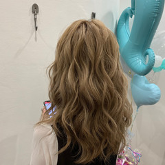 ダウンスタイル ナチュラル ハイトーン セミロング ヘアスタイルや髪型の写真・画像