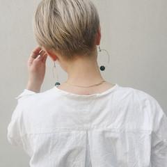 デザインカラー ブリーチ ショートヘア ガーリー ヘアスタイルや髪型の写真・画像