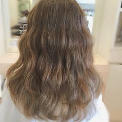 ウェーブ グラデーションカラー アッシュ ロング ヘアスタイルや髪型の写真・画像
