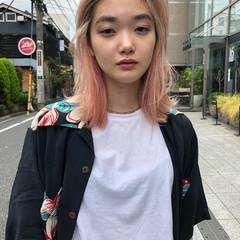 ミディアム ブリーチカラー 切りっぱなしボブ ピンク ヘアスタイルや髪型の写真・画像