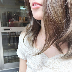 グラデーションカラー ミルクティーベージュ 外国人風 グレージュ ヘアスタイルや髪型の写真・画像
