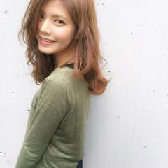 大人かわいい 巻き髪 ストリート 外国人風 ヘアスタイルや髪型の写真・画像