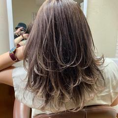 バレイヤージュ グレージュ ベージュ レイヤーカット ヘアスタイルや髪型の写真・画像