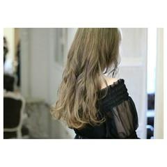 ゆるふわ グラデーションカラー グレージュ ロング ヘアスタイルや髪型の写真・画像