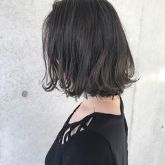 アンニュイ ボブ インナーカラー ウェーブ ヘアスタイルや髪型の写真・画像