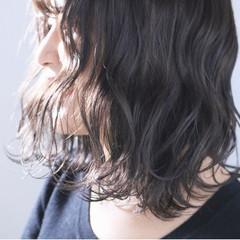 グレージュ パーマ アンニュイほつれヘア ナチュラル ヘアスタイルや髪型の写真・画像