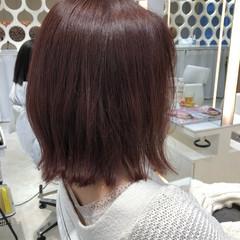 切りっぱなしボブ 流し前髪 ピンク 大人かわいい ヘアスタイルや髪型の写真・画像