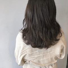 ミディアム 暗髪 グレージュ ブルーアッシュ ヘアスタイルや髪型の写真・画像
