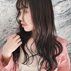 ロング イルミナカラー アッシュ 透明感 ヘアスタイルや髪型の写真・画像