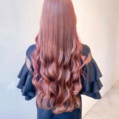 セミロング ピンクベージュ ブリーチなし インナーカラー ヘアスタイルや髪型の写真・画像