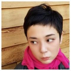 大人ショート ショートバング ハンサムショート 黒髪 ヘアスタイルや髪型の写真・画像