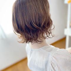 外ハネボブ ゆるふわパーマ ヌーディベージュ ナチュラル ヘアスタイルや髪型の写真・画像