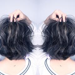 暗髪 ショート グラデーションカラー 渋谷系 ヘアスタイルや髪型の写真・画像