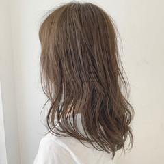 セミロング 圧倒的透明感 ミルクティーベージュ グレージュ ヘアスタイルや髪型の写真・画像