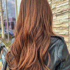 ロング ブリーチカラー オレンジベージュ ハイライト ヘアスタイルや髪型の写真・画像