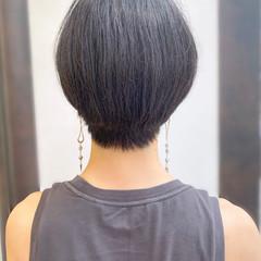 ショートヘア 大人かわいい 耳かけ ナチュラル ヘアスタイルや髪型の写真・画像
