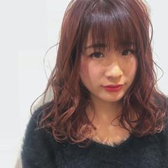 ヘアカラー チェリーレッド ベリーピンク ゆるふわ ヘアスタイルや髪型の写真・画像