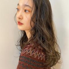 ウェーブヘア パーマ ロング ゆるふわパーマ ヘアスタイルや髪型の写真・画像