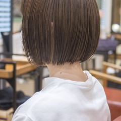 切りっぱなしボブ アッシュベージュ フェミニン ミニボブ ヘアスタイルや髪型の写真・画像