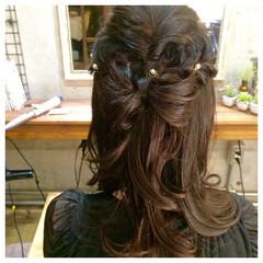 ヘアピン パールアクセ ロング ハーフアップ ヘアスタイルや髪型の写真・画像