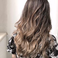 ハイライト バレイヤージュ ハイトーン ロング ヘアスタイルや髪型の写真・画像