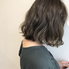 ボブ グレージュ コテ巻き 大人かわいい ヘアスタイルや髪型の写真・画像